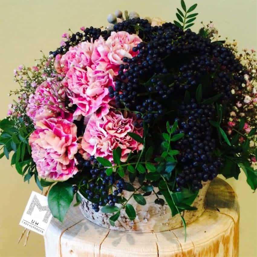 cadeaumanden bloemen en fruit