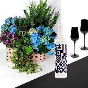 geschenkmand-met-bloemen-en-wijn