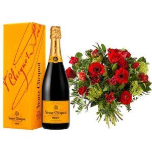 Rode Bloemen met Champagne Veuve Clicquot